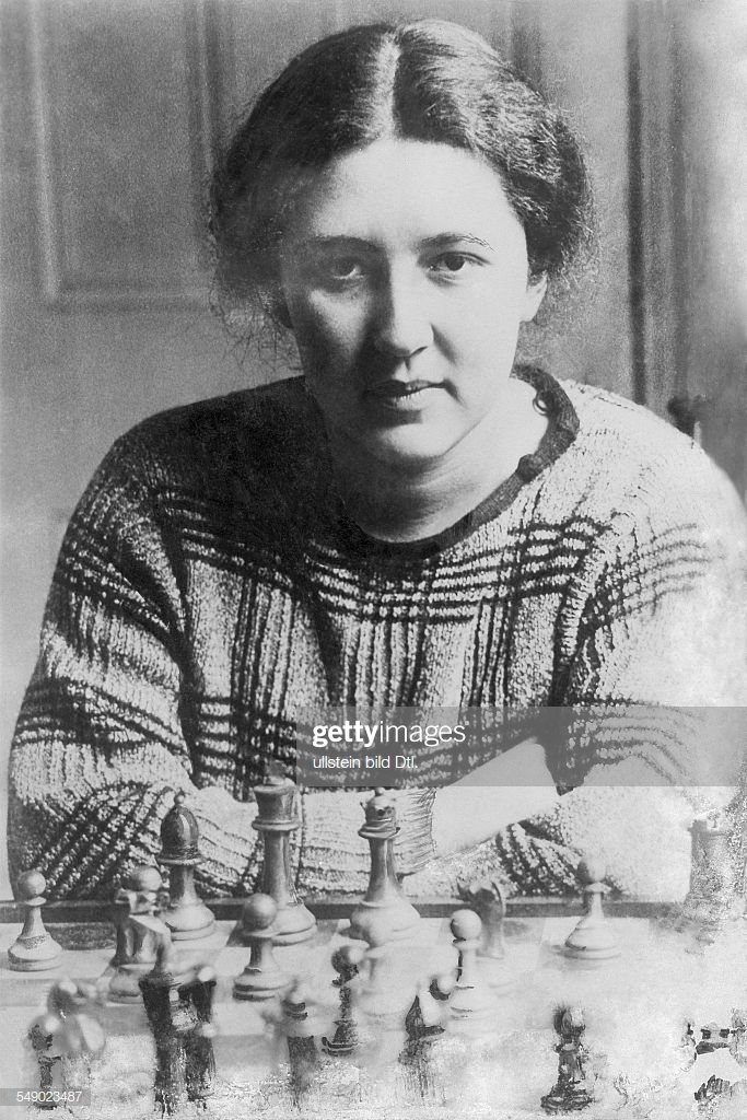 Vera Menchik 1906-1944 chess playerin, CZ / GB portrait with chess board late twenties (Photo by ullstein bild / ullstein bild via Getty Images)