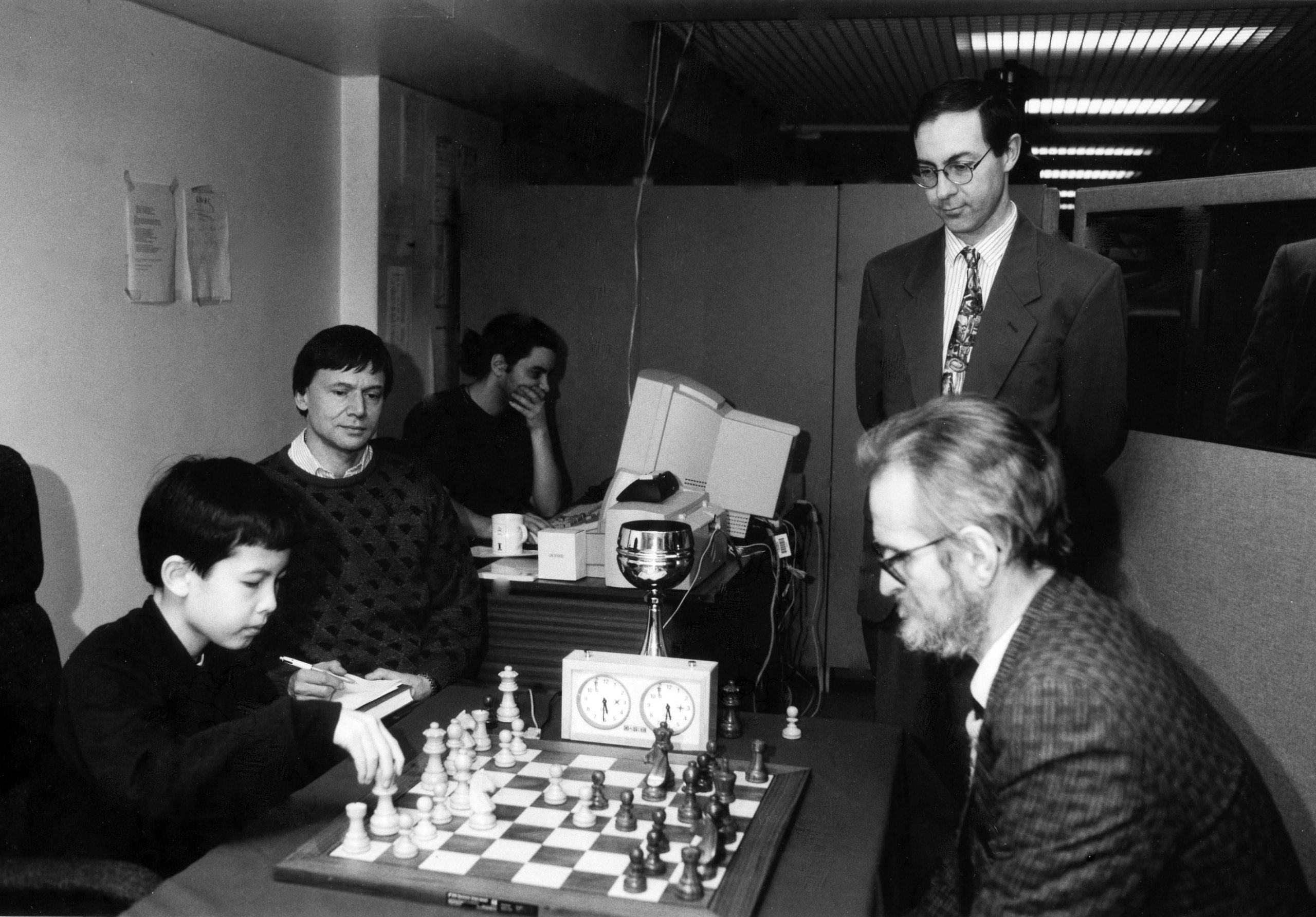 Andrew Whiteley faces David Howell whilst Jimmy Adams records the moves