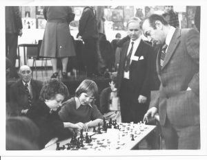 Leonard Barden (left of Korchnoi)