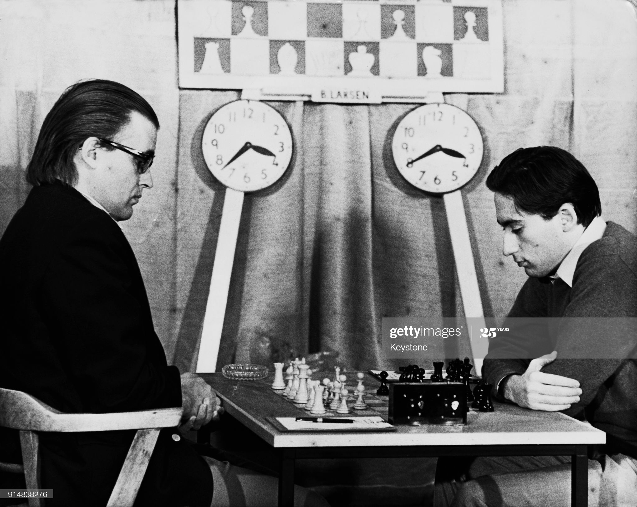 Danish chess grandmaster Bent Larsen (1935 - 2010, left) takes on English player William Hartston (right) during the annual Hastings International Chess Congress, UK, 13th January 1973. Larsen won the game. (Photo by Keystone/Hulton Archive/Getty Images)