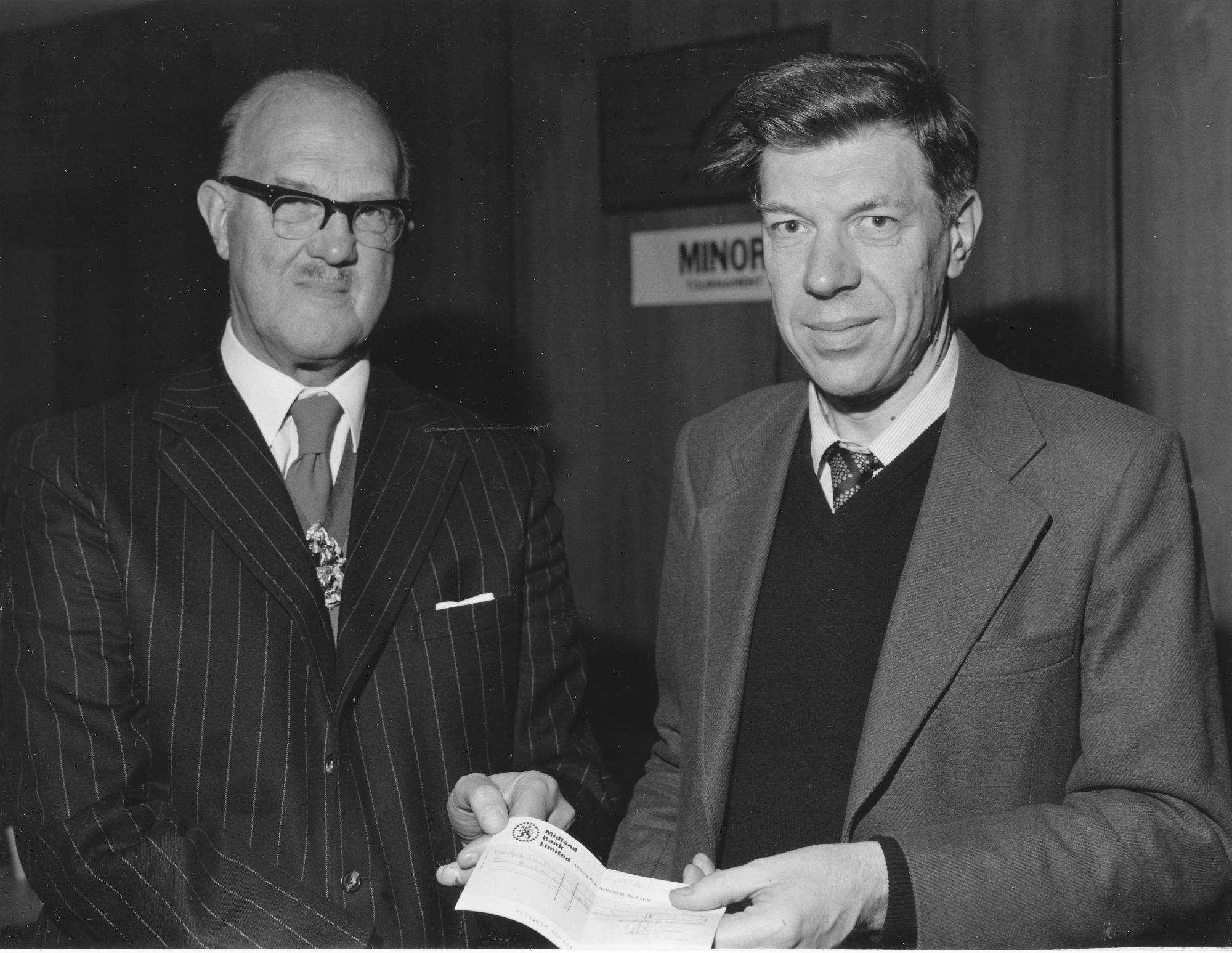 Michael Franklin receives £220 from Councillor Robert Dickson at the 1980 Nottinghamshire Congress