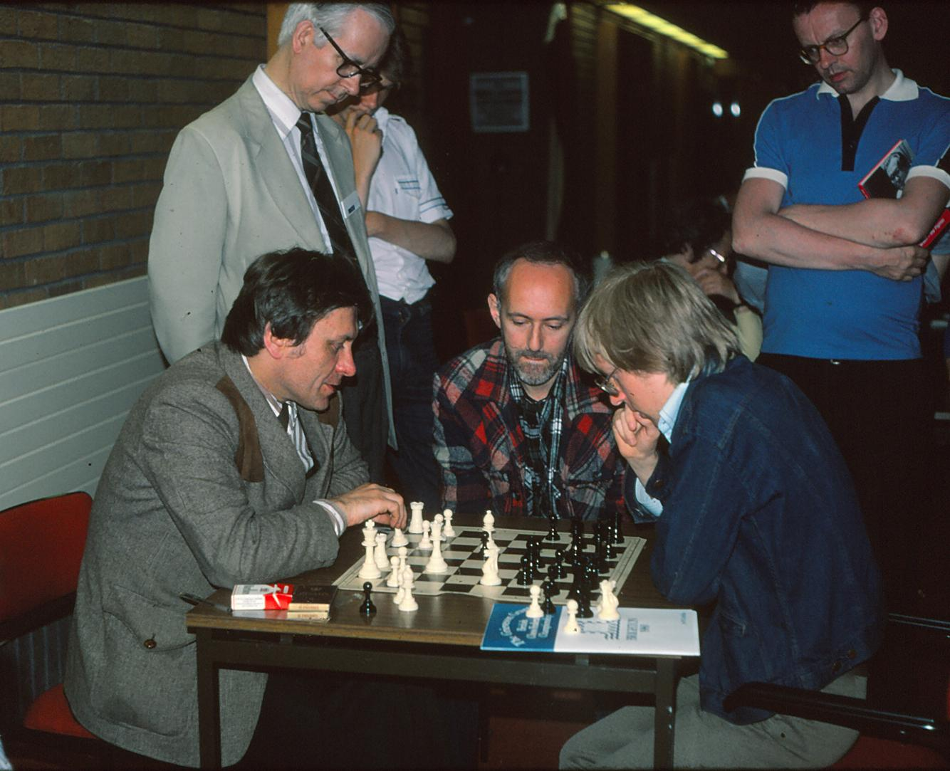 LWB observes analysis between David Rumens and Murray Chandler from Brighton 1980. Courtesy of John Upham Photography