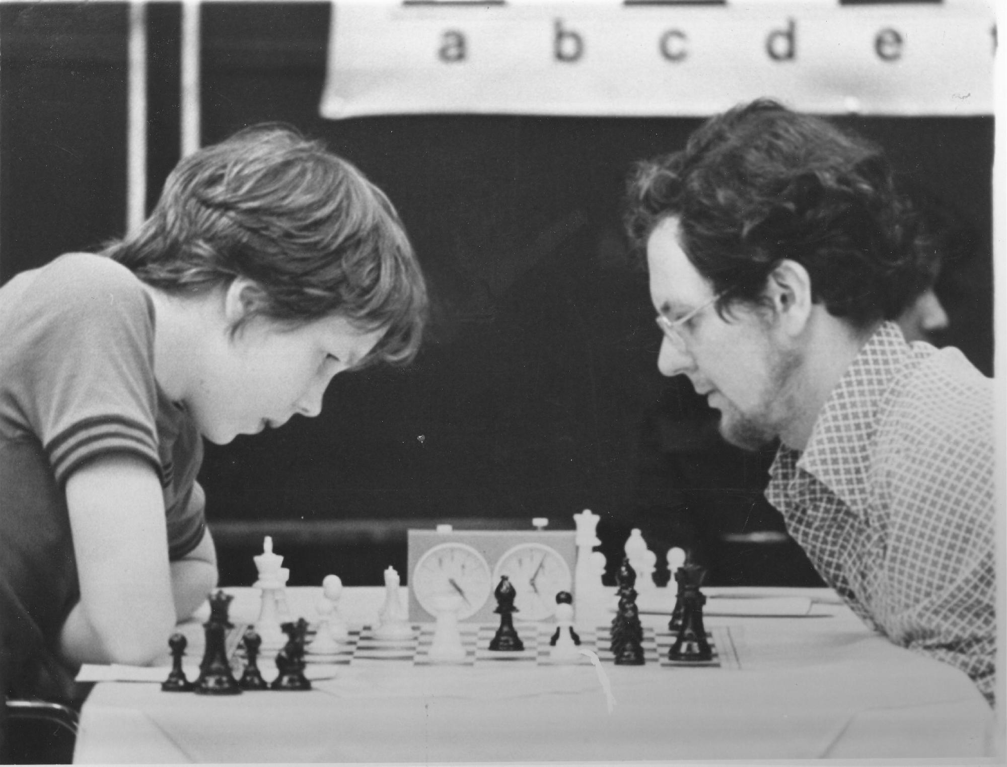 Capa vs Corzo Rerun ? Nigel Short had 1977 British Champion George Botterill on the ropes at The National Bank of Dubai Open. In the photo Nigel is considering 42 Rh5 The champ just escaped with a draw.
