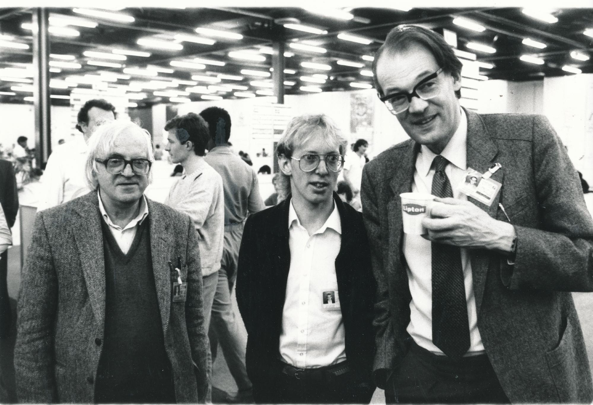 Bob Wade OBE, Murray Chandler MNZM and David Anderton OBE at the 1986 Dubai Olympiad. Photograph by Frits Agterdenbos