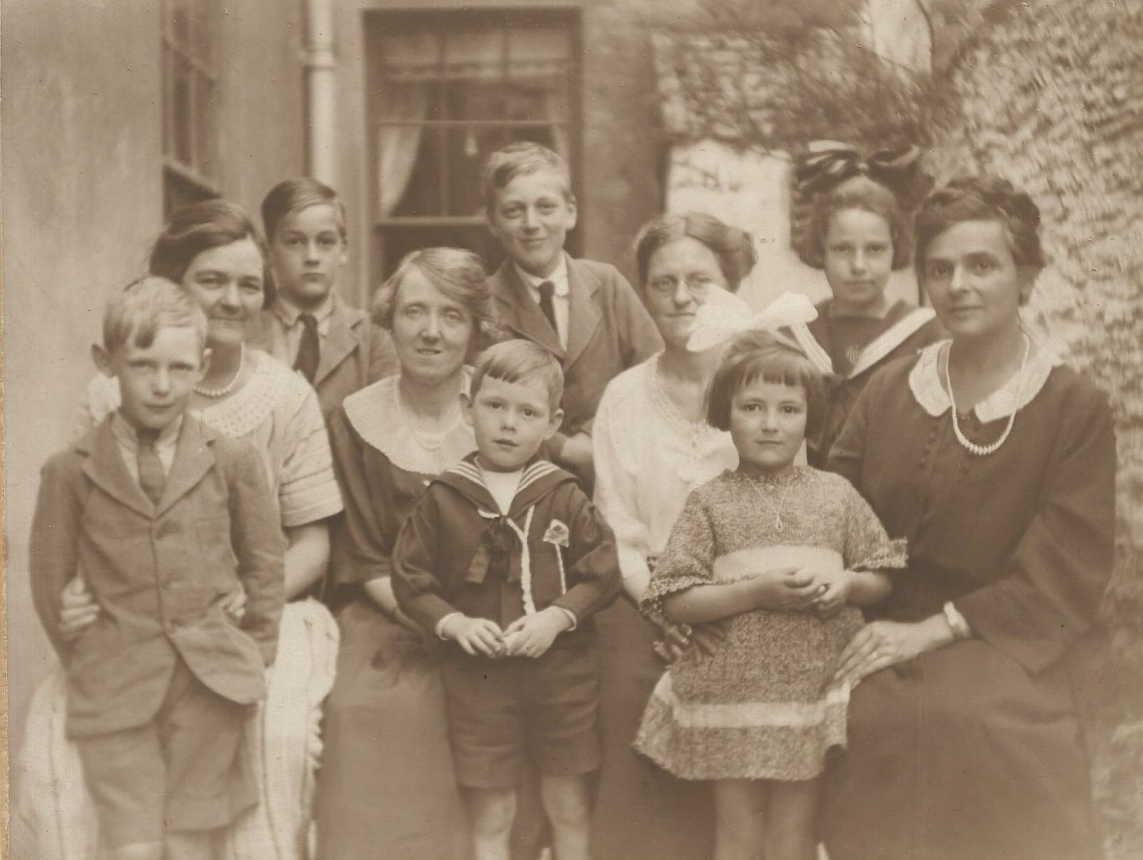 The Bruce and Dew families circa 1923. Rowena is at the front and on the right aged around four years. Source : ancestry.co.uk