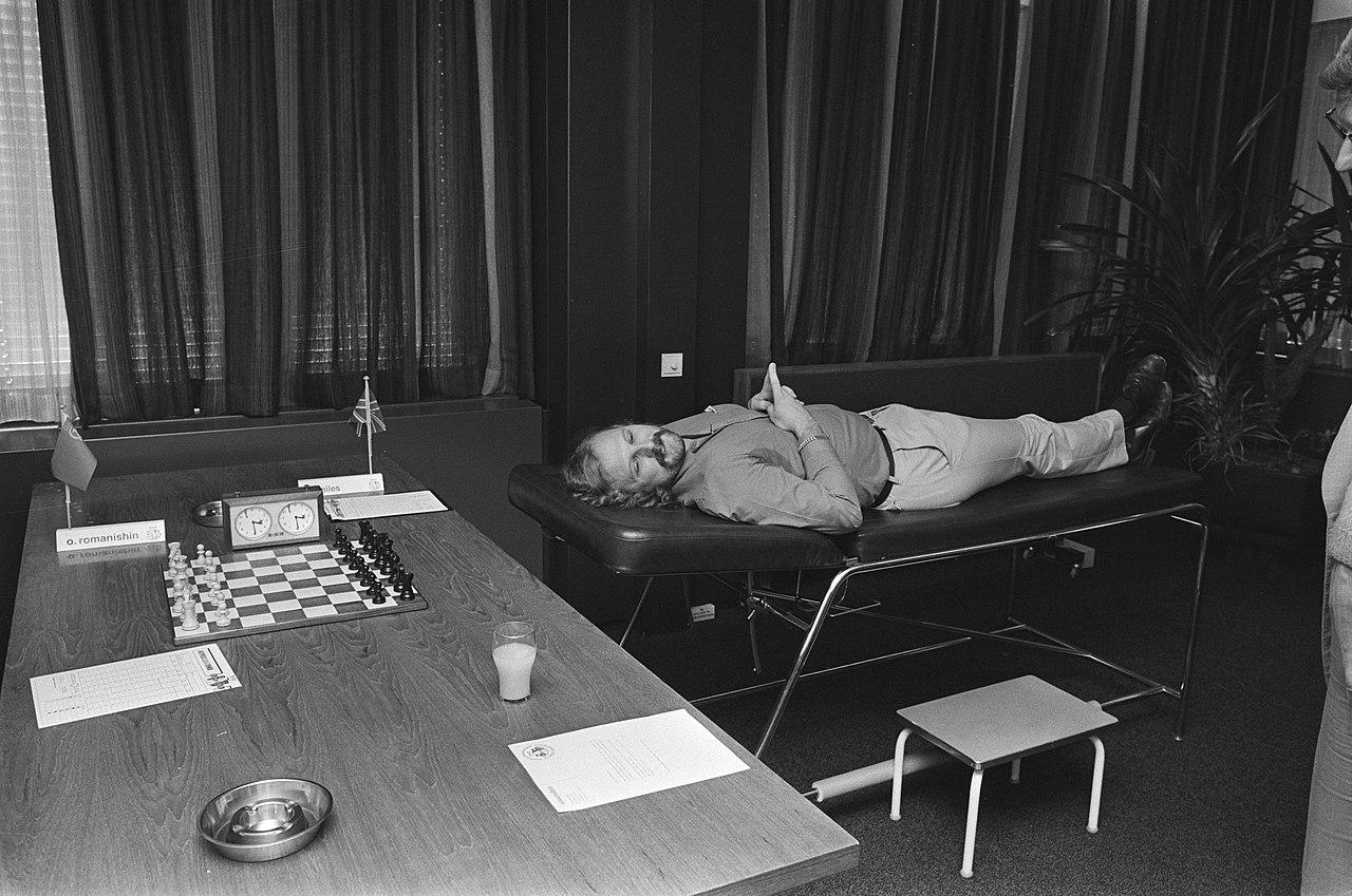 By Bogaerts, Rob / Anefo - Interpolisschaaktoernooi Tilburg; Miles (met rugklachten) ligt op massagetafel te wachten op zijn tegenstanderDutch National Archives, The Hague, Fotocollectie Algemeen Nederlands Persbureau (ANeFo), 1945-1989,Auteursrechthebbende Nationaal Archief, Nummer toegang 2.24.01.05 Bestanddeelnummer 933-4181, CC0, https://commons.wikimedia.org/w/index.php?curid=23134281