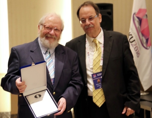 David Welch receives FIDE Arbiter Award