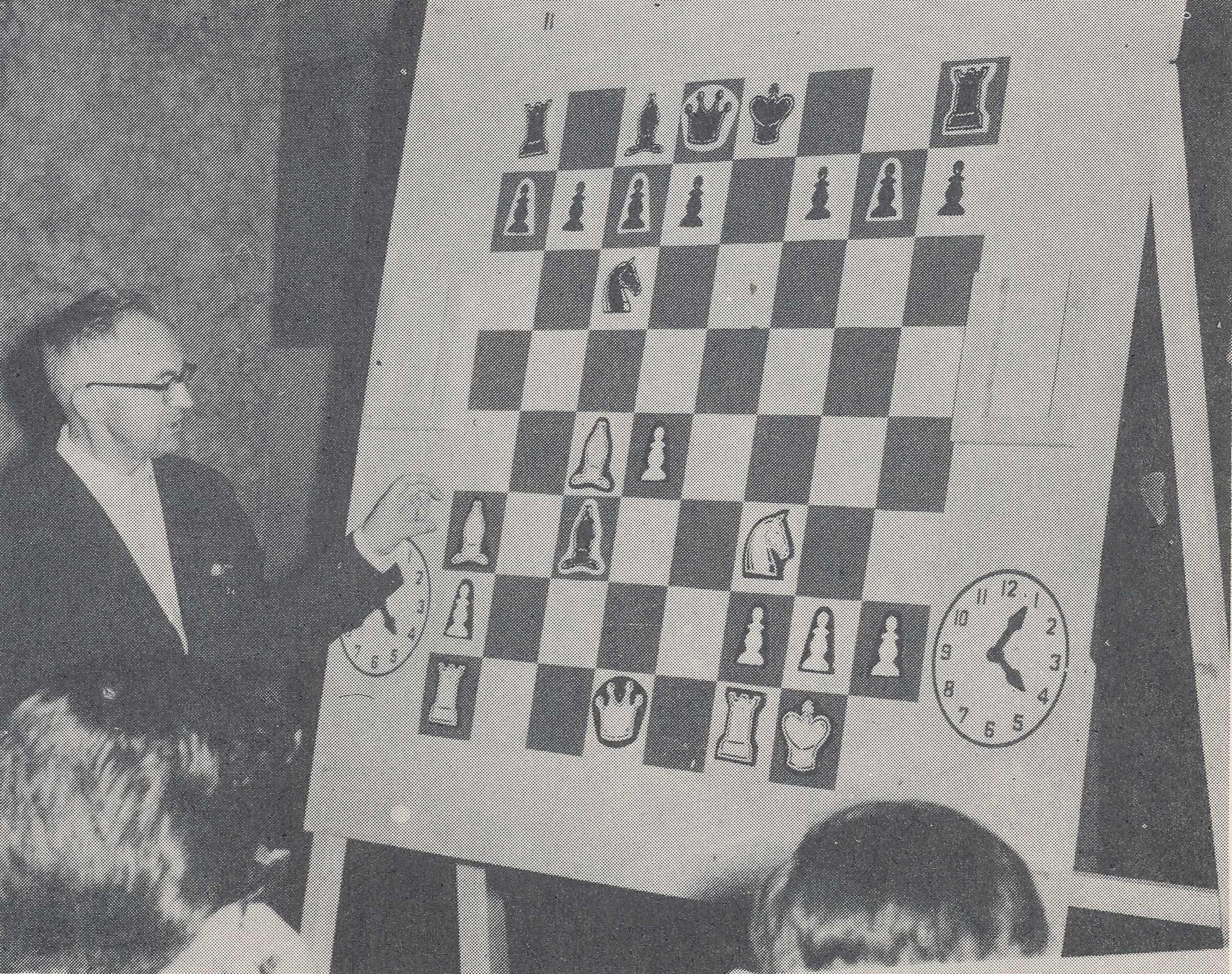 Bob doing one of the things he loved best : teaching. He was discussing a position at Havana 1965. Dr JR Capablanca, son of the former world champion, on the right, interpreted.