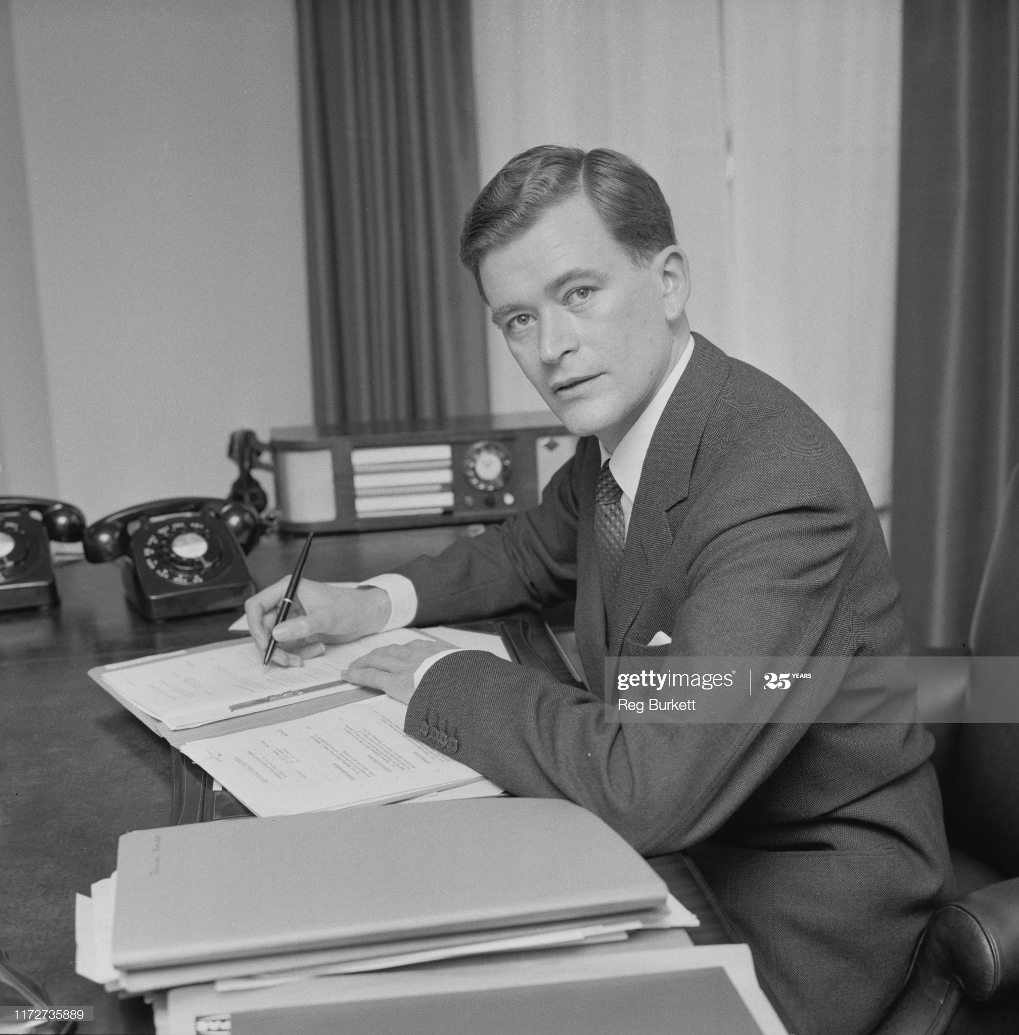 British accountant, investor and business writer Jim Slater (1929 - 2015) signing documents at a desk, UK, 11th May 1965. (Photo by Reg Burkett/Daily Express/Hulton Archive/Getty Images)