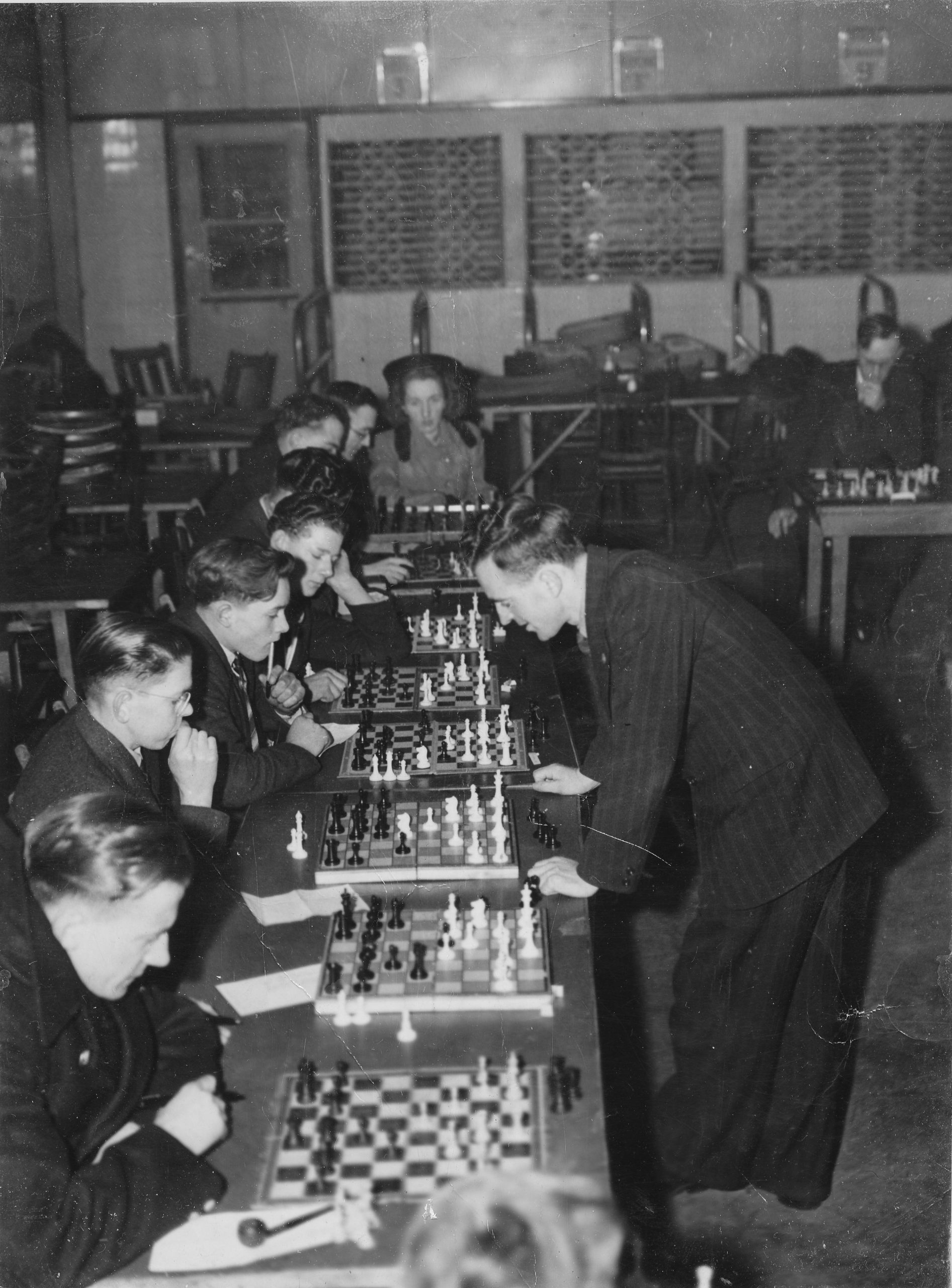 Bob giving a simul in Leeds in the 1950s