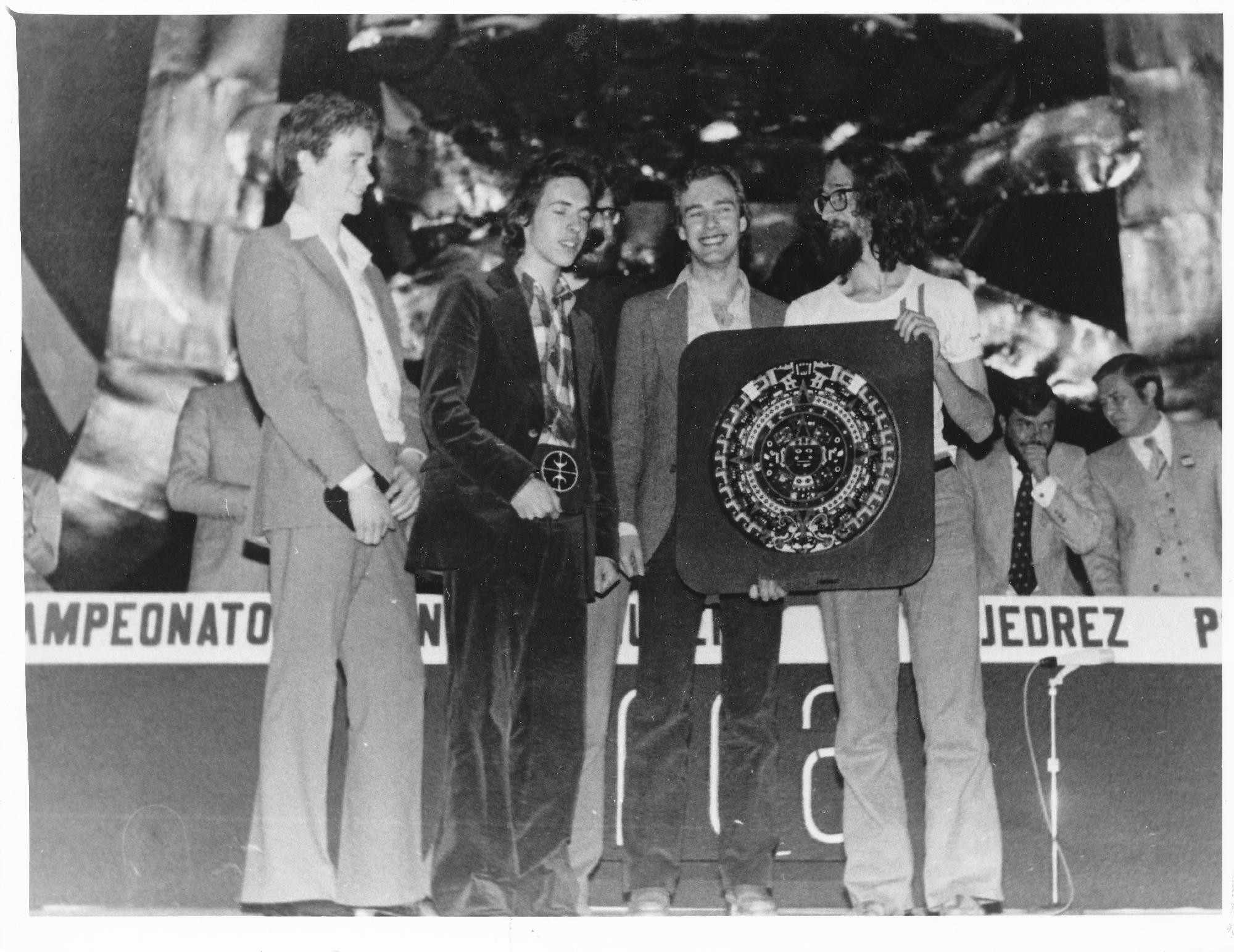 (from l-r) Jonathan Kinlay, Shaun Taulbut, Jonathan Speelman, David Goodman and Jonathan Mestel accepting 1st prize at the 1978 World U26 Student Olympiad in Mexico City