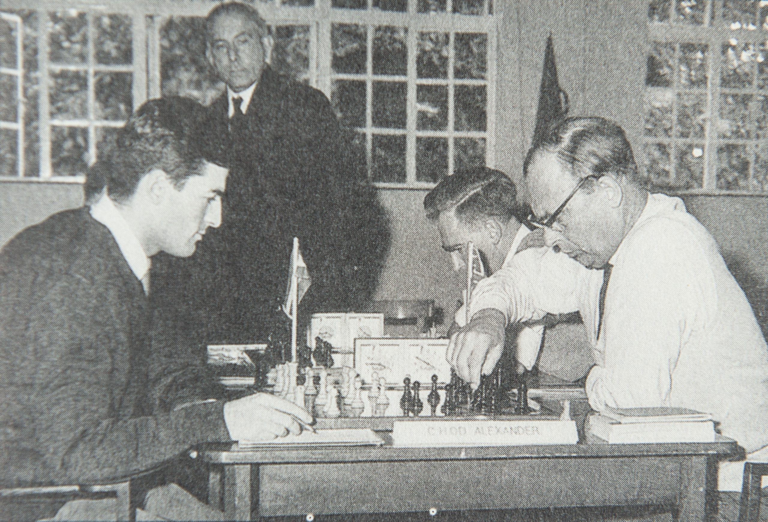 Kick Langeweg plays Hugh Alexander in the Anglo-Dutch Match of October 7th , 1961. Peter Clarke (right) is playing Johan Teunis Barendregt and Harry Golombek observes