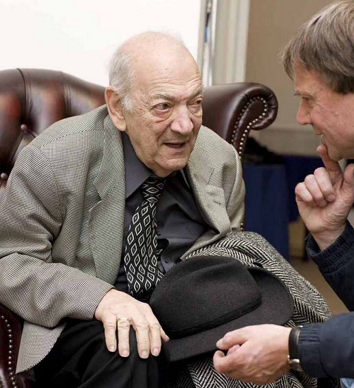 Viktor Korchnoi in conversation with Jimmy Adams at the 2009 London Chess Classic. Photograph by Mark Huba