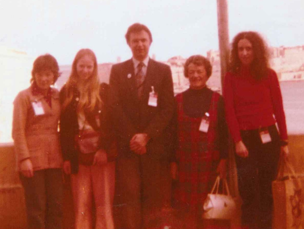 Malta Olympiad 1980 Left-right: Kathleen, Rosie Giulian, Owen Hindle (Team Captain), Nancy Elder, Lynne Houston. Courtesy of Chess Scotland
