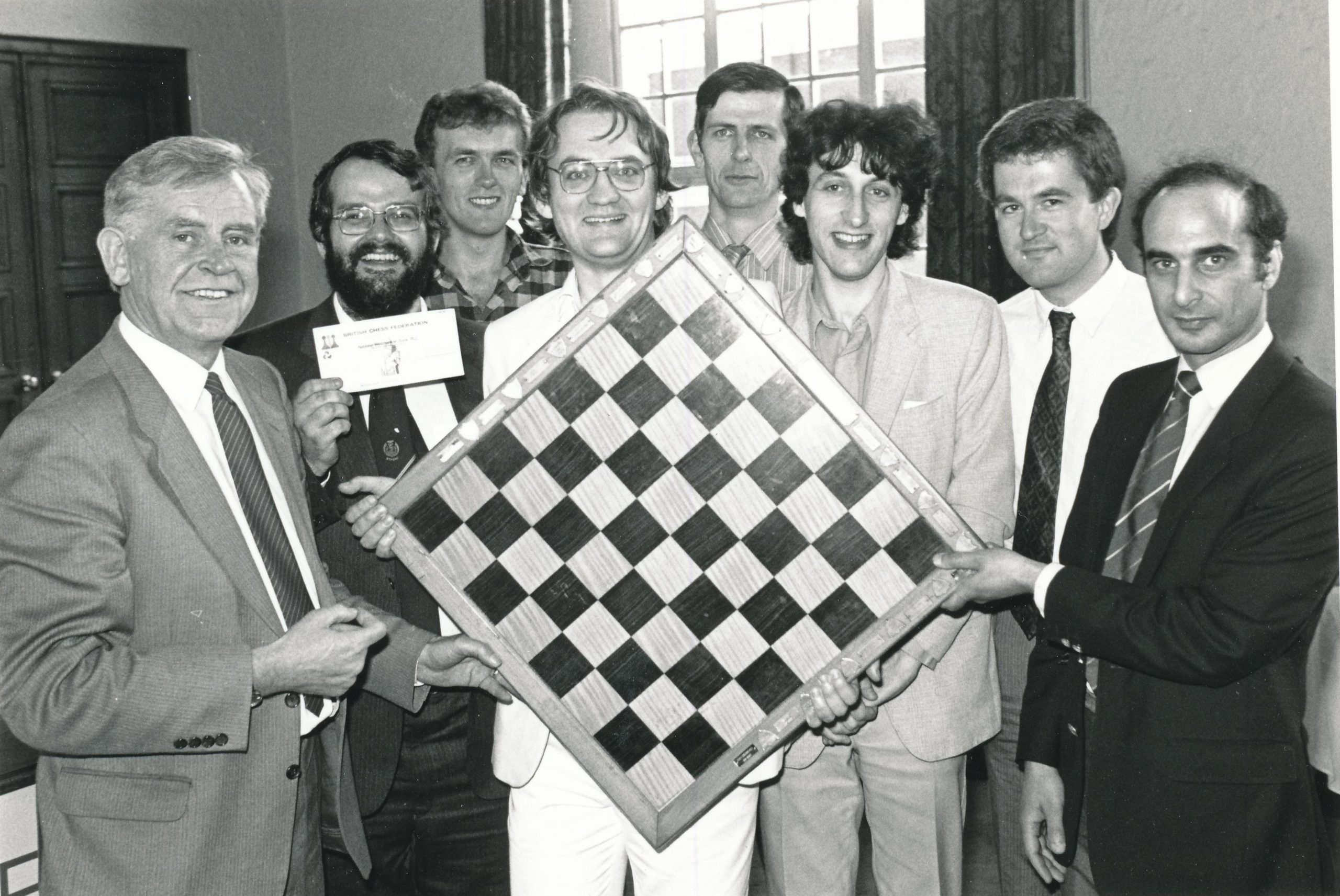 David Friedgood (far right) and a victorious Wood Green team. Trophy presented by Magnus Magnusson