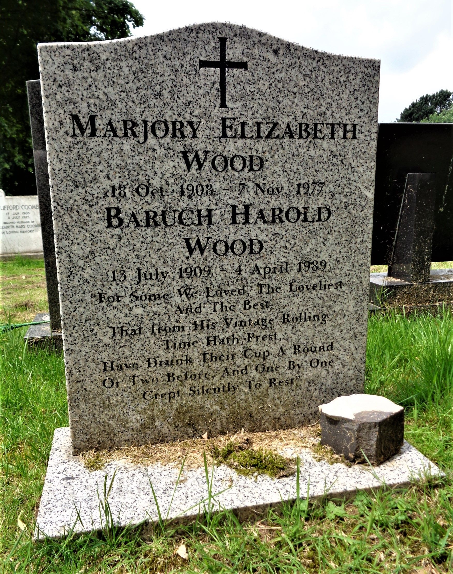 Gravestone of BH & ME Wood, photo by Glen Livet