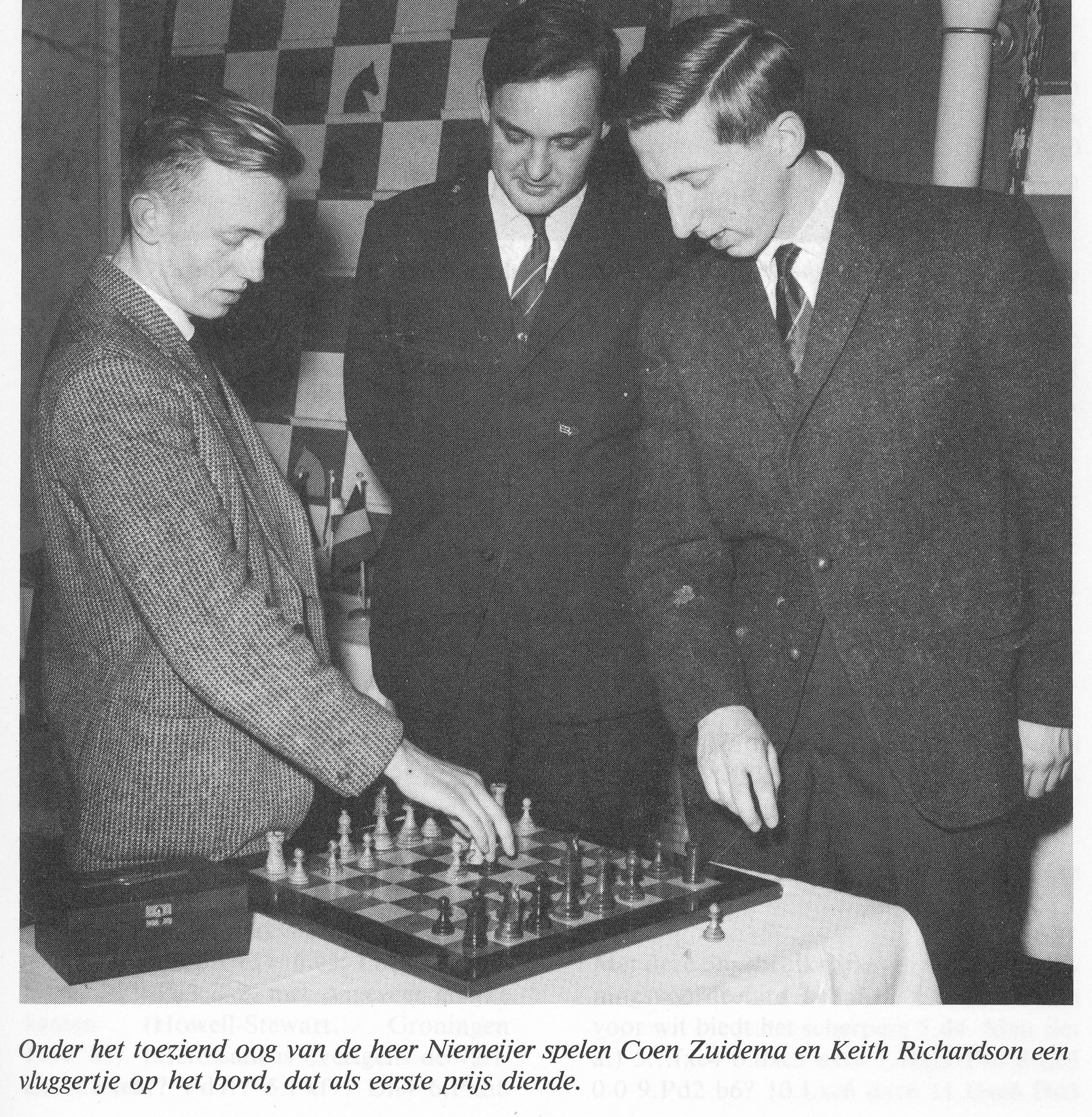 Under the watchful eye of Mr. Niemeijer, Coen Zuidema and Keith Richardson play a quickie on the board, which served as an honorary prize. Source : Groningen 25 Jaar Europees Schaak Internationale Toernooien 1963 -1987, ISBN 90 9001 500 0