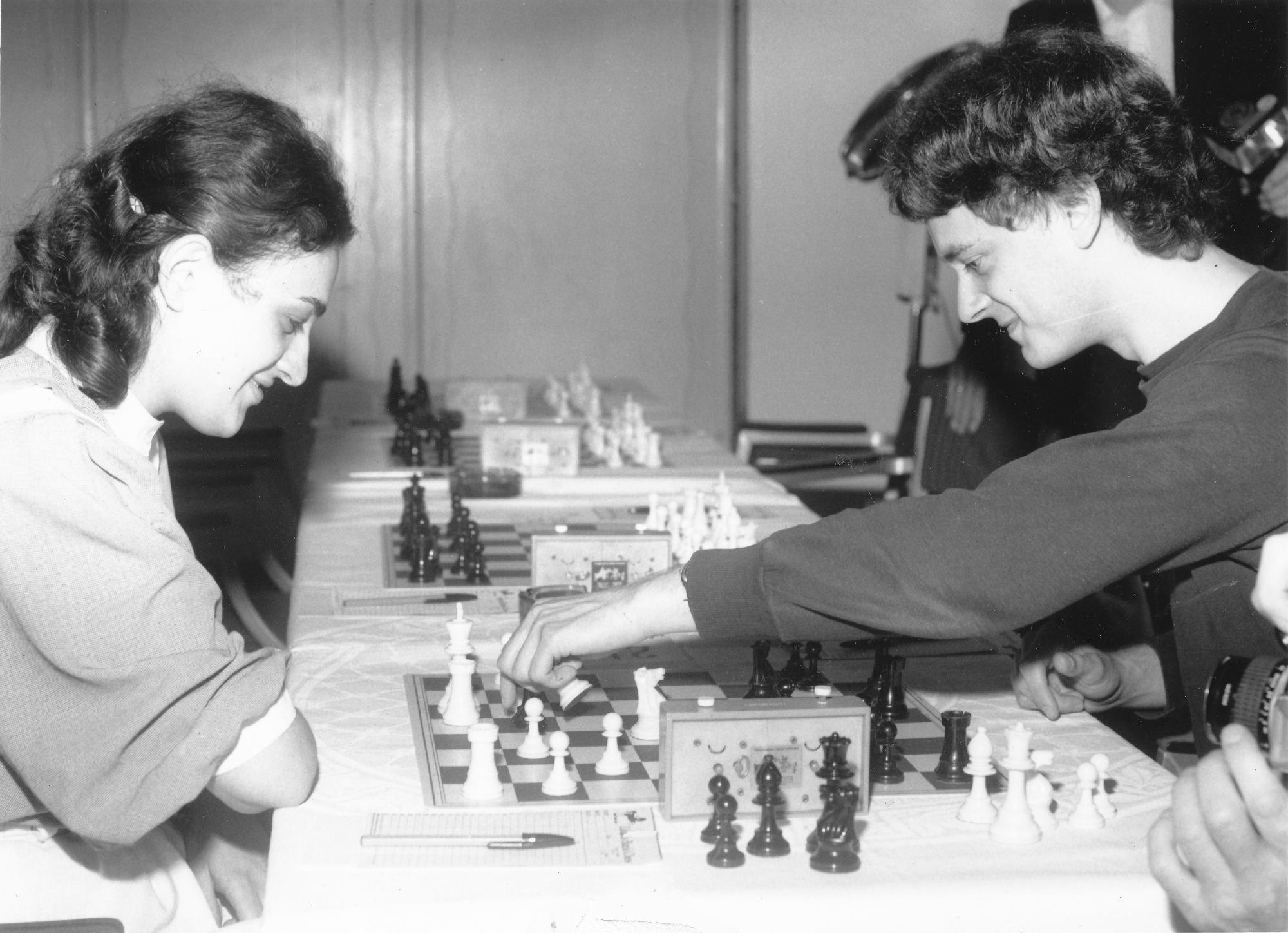 Maia Chiburdanidze and John Nunn from Lloyds Bank, 1985