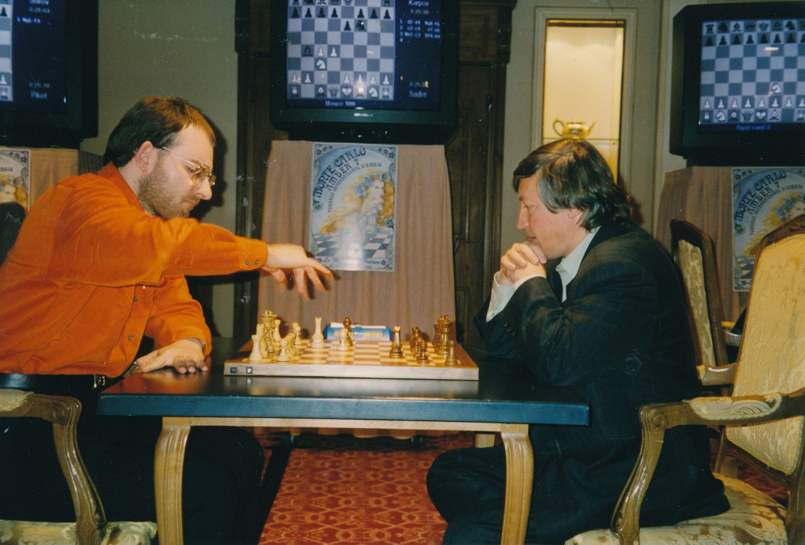 Matthew Sadler plays Anatoly Karpov at the Amber Rapid in 1998. The game was drawn.