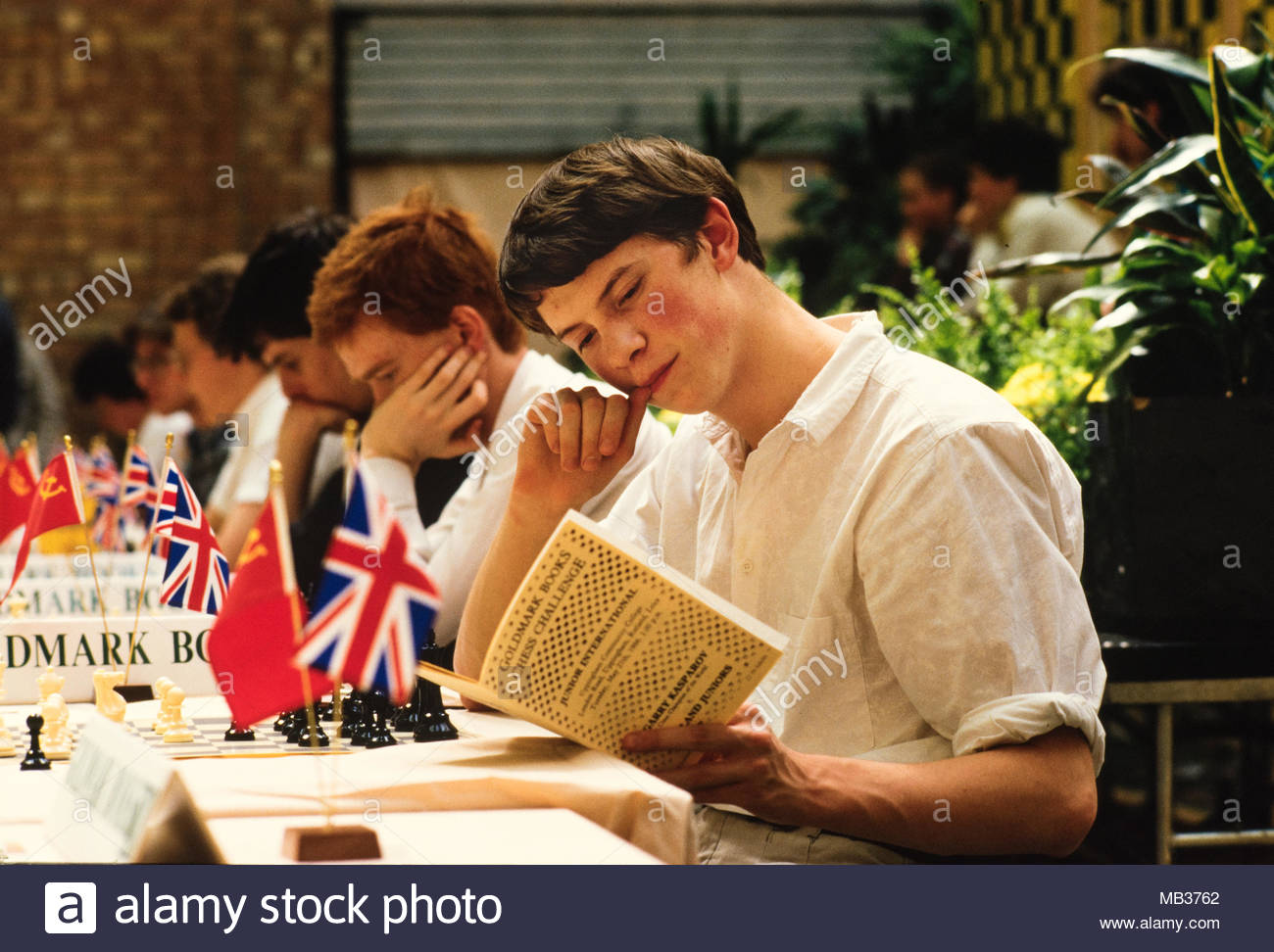 James Howell as Junior British Chess Captain at Goldmark Books Chess Challenge, London England 27 May 1986, Upingham Community College, Kasparov played the BCF Junior Squad.  Photo from Alamy