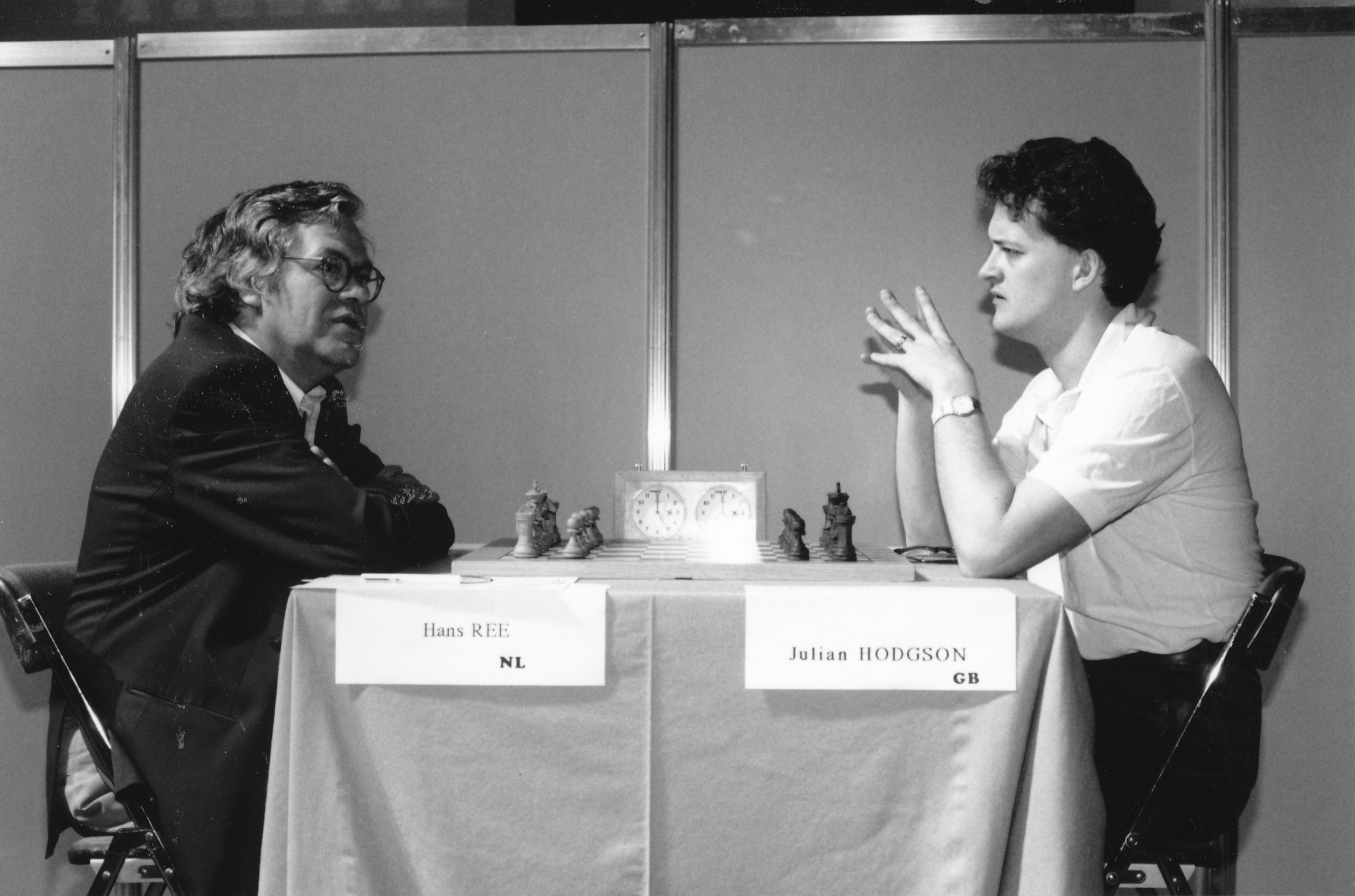 Hans Ree plays Julian Hodgson at the Cannes Team Tournament, 1992