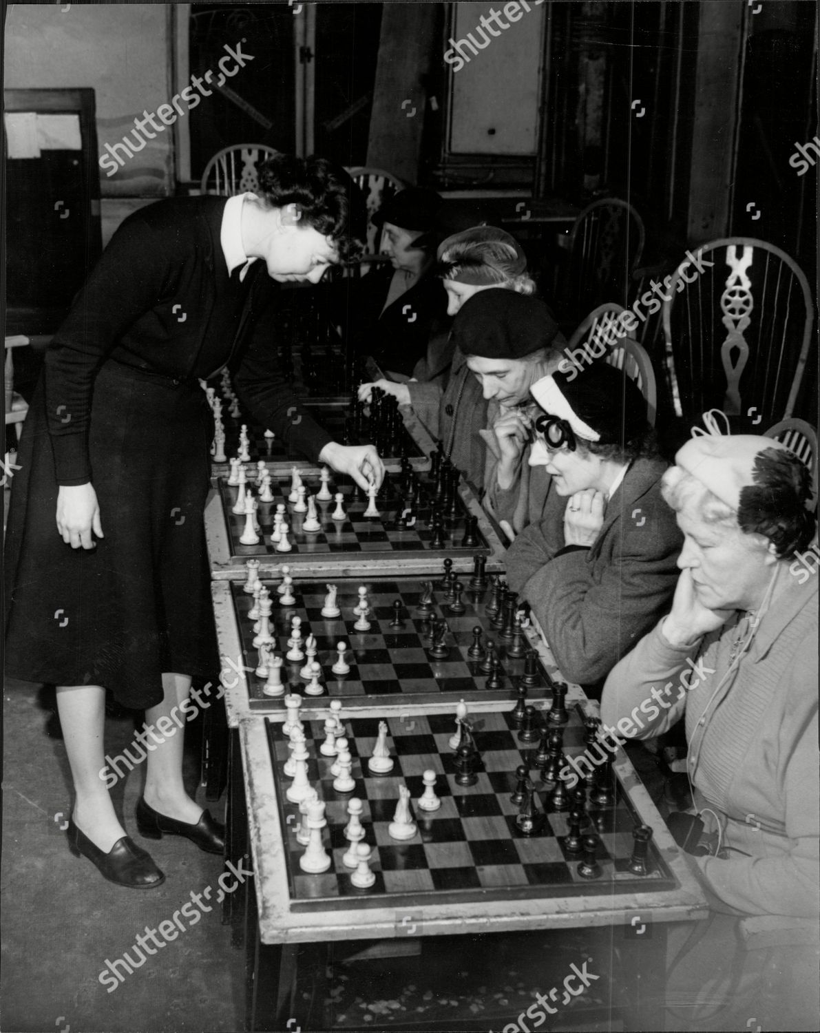 Miss Eileen Tranmer The British Women's Champion Chess Player Pictured Playing Some Of The Glasgow Ladies Chess Club At The Green's Playhouse Cafe Glasgow.
