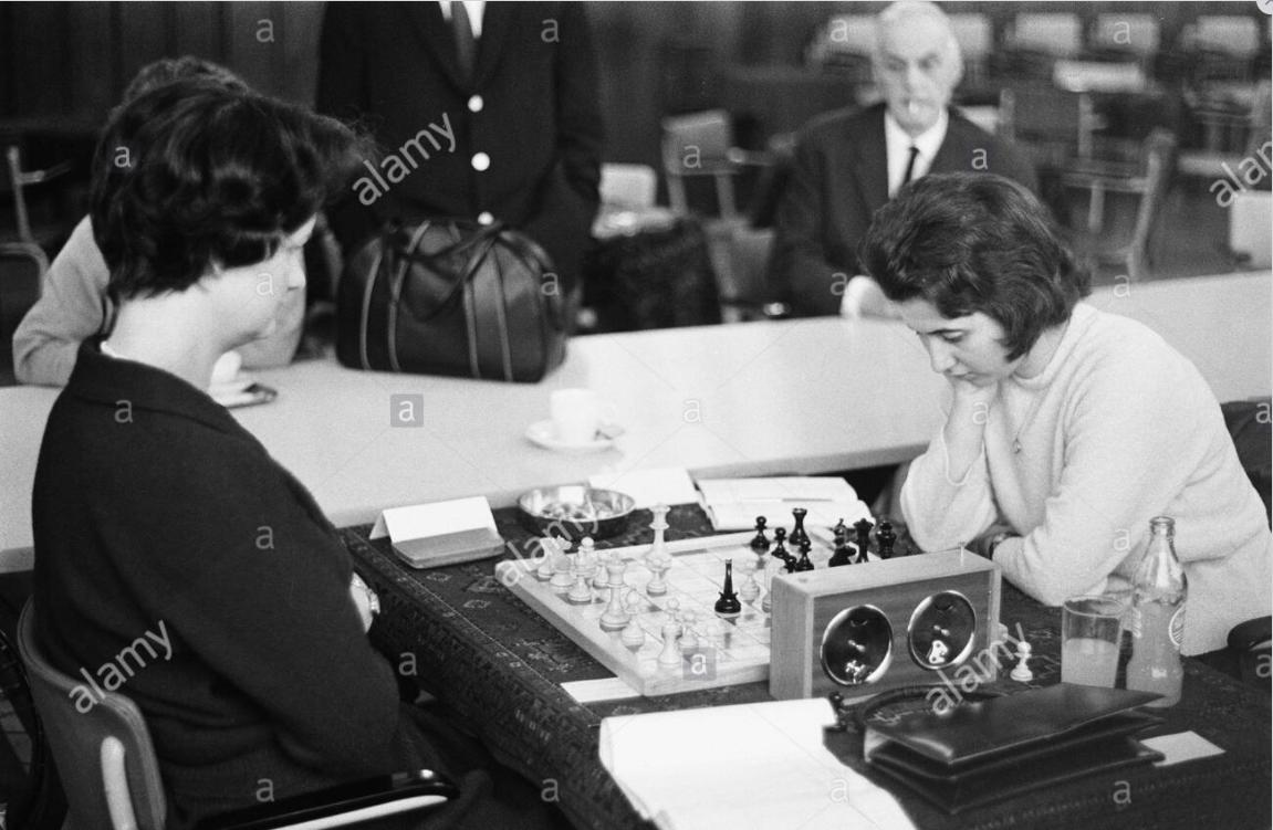 Danlon ladies chess tournament, left Anne Sunnucks , right Katarina Blagojević-Jovanovic Date: October 23, 1962