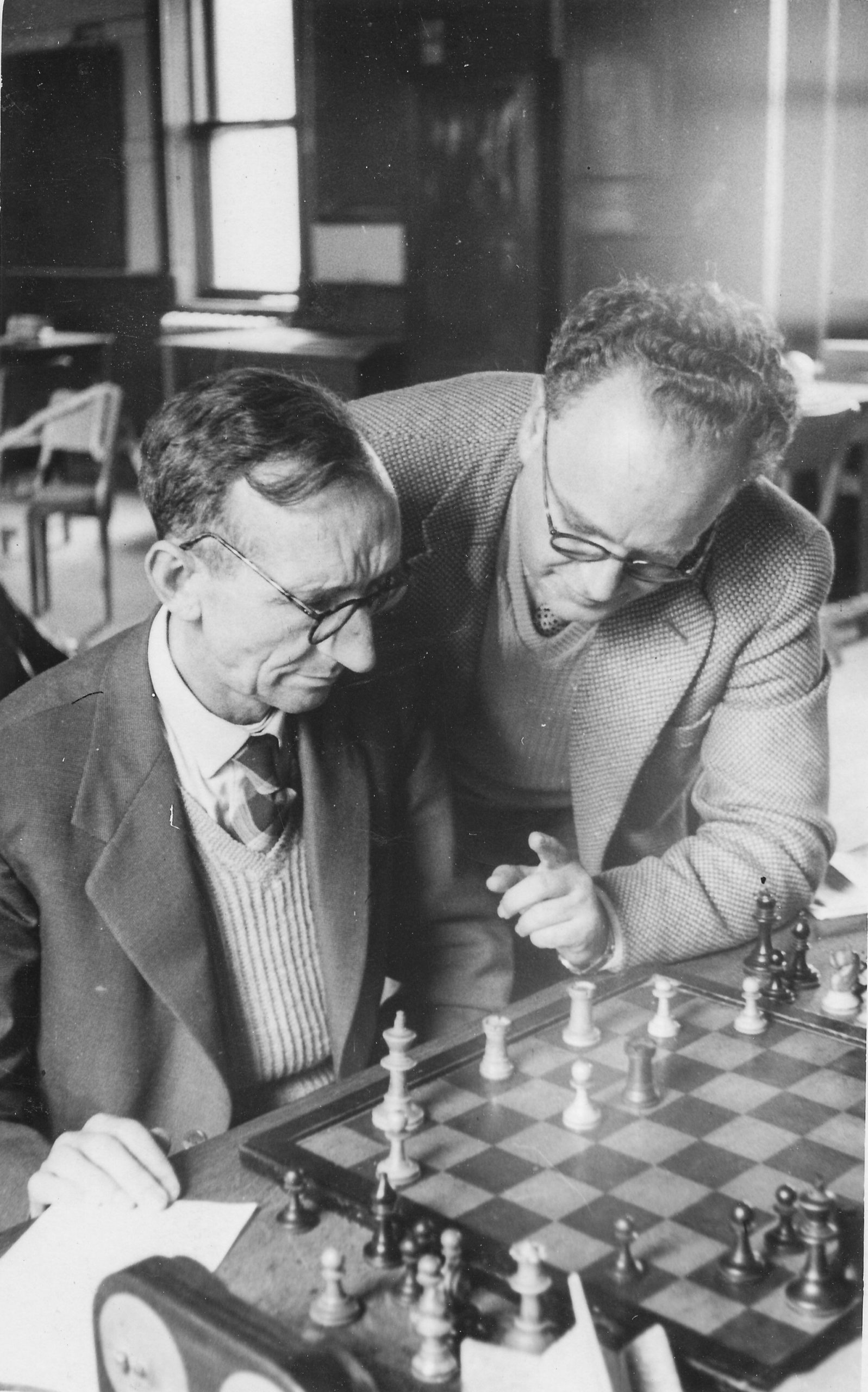 Brian analysing with Irish team mate, Wolfgang Heidenfeld