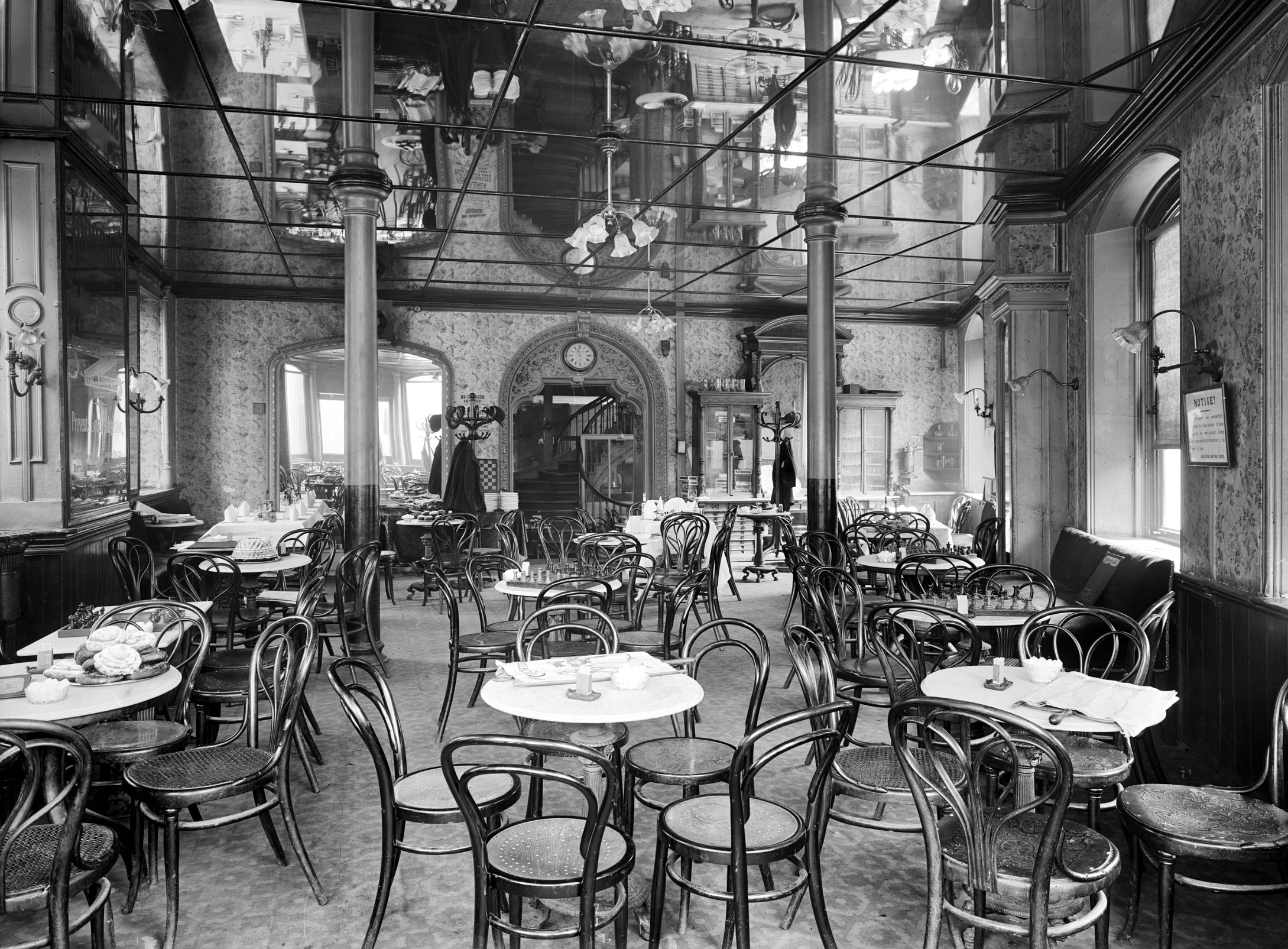 Vienna Café, 24–28 Oxford Street, London, Adolphe Augustus Boucher (1868–1937), Bedford Lemere and Company - https://historicengland.org.uk/images-books/photos/item/BL14069/003, Created: 29 April 1897