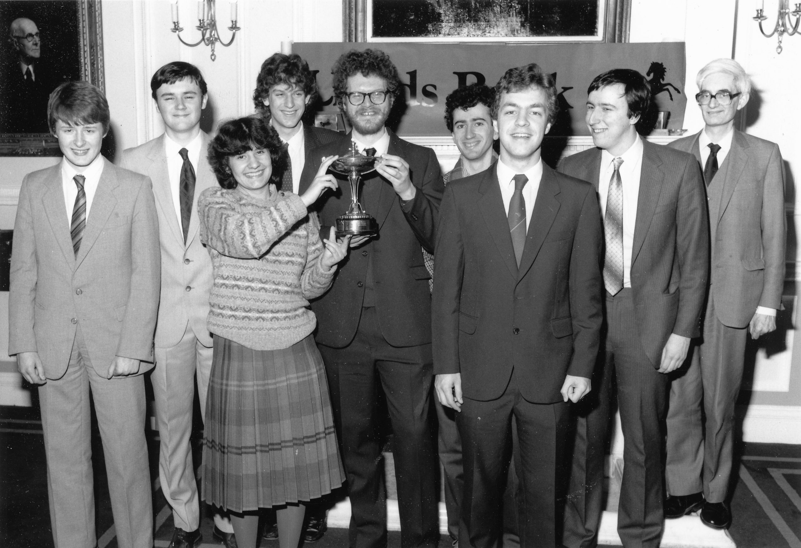 Adrian Hollis (far right) as Club President of the 1985 Oxford team of Peter Wells, Karl Bowden, Anita Rakshit, Kenny Shovel, IM Colin McNab, IM Jon Levitt, FM Neil Dickinson and FM John Hawksworth