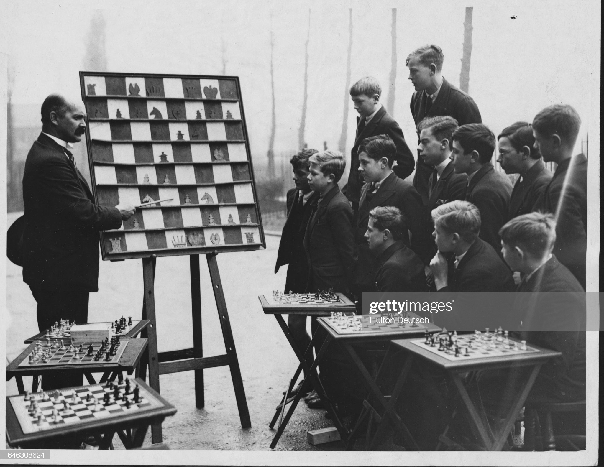 Headmaster C.S. Kipping instructs a classroom of boys on the rules of chess using his demonstration board at Wednesbury High School. (Photo by © Hulton-Deutsch Collection/CORBIS/Corbis via Getty Images)
