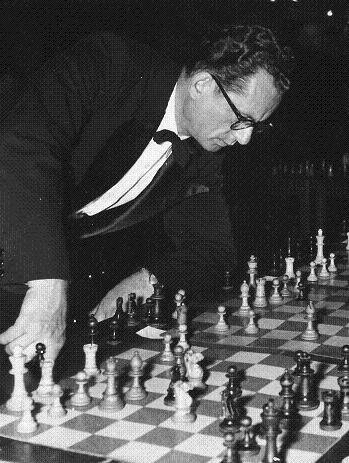 Rossolimo ponders his move at a simultaneous exhibition, 1951.