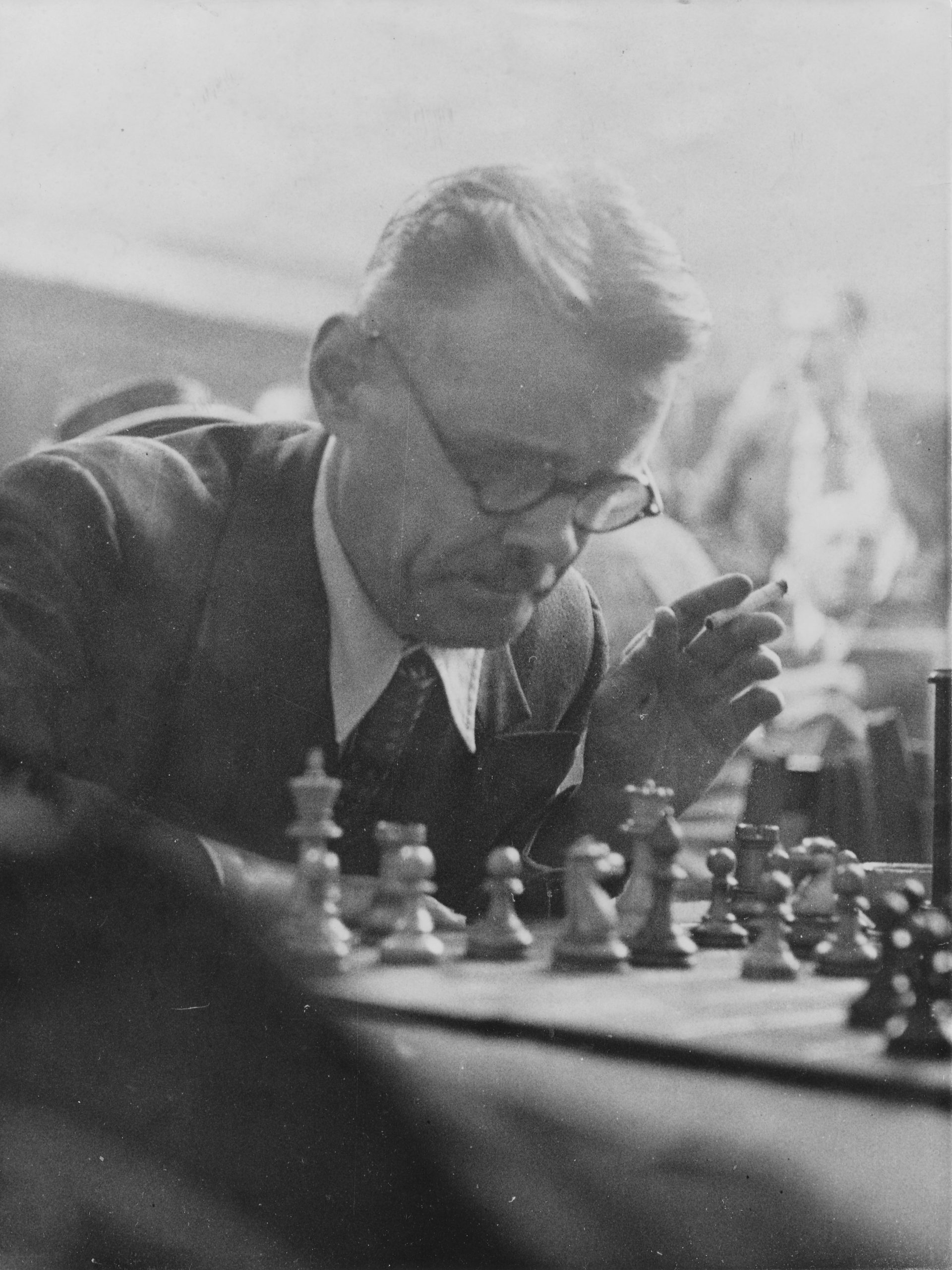 Eugene Znosko-Borovsky in play during the 1948 British Chess Federation Congress at Bishopsgate Institute, 30th August, 1948. Keystone Press Archive.