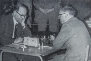 Dr. Fazekas (left) playing Bob Wade at an Ilford Congress, photographer unknown